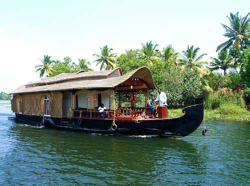 Delight of Hill Stations & Backwater Tour
